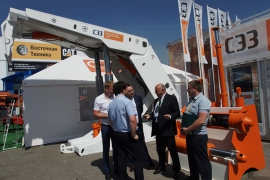 Stand of the North-Zadonsk experimental plant at the exhibition Coal and Mining of Russia 2017. Mechanized support, hydrostock, hydraulic jacks
